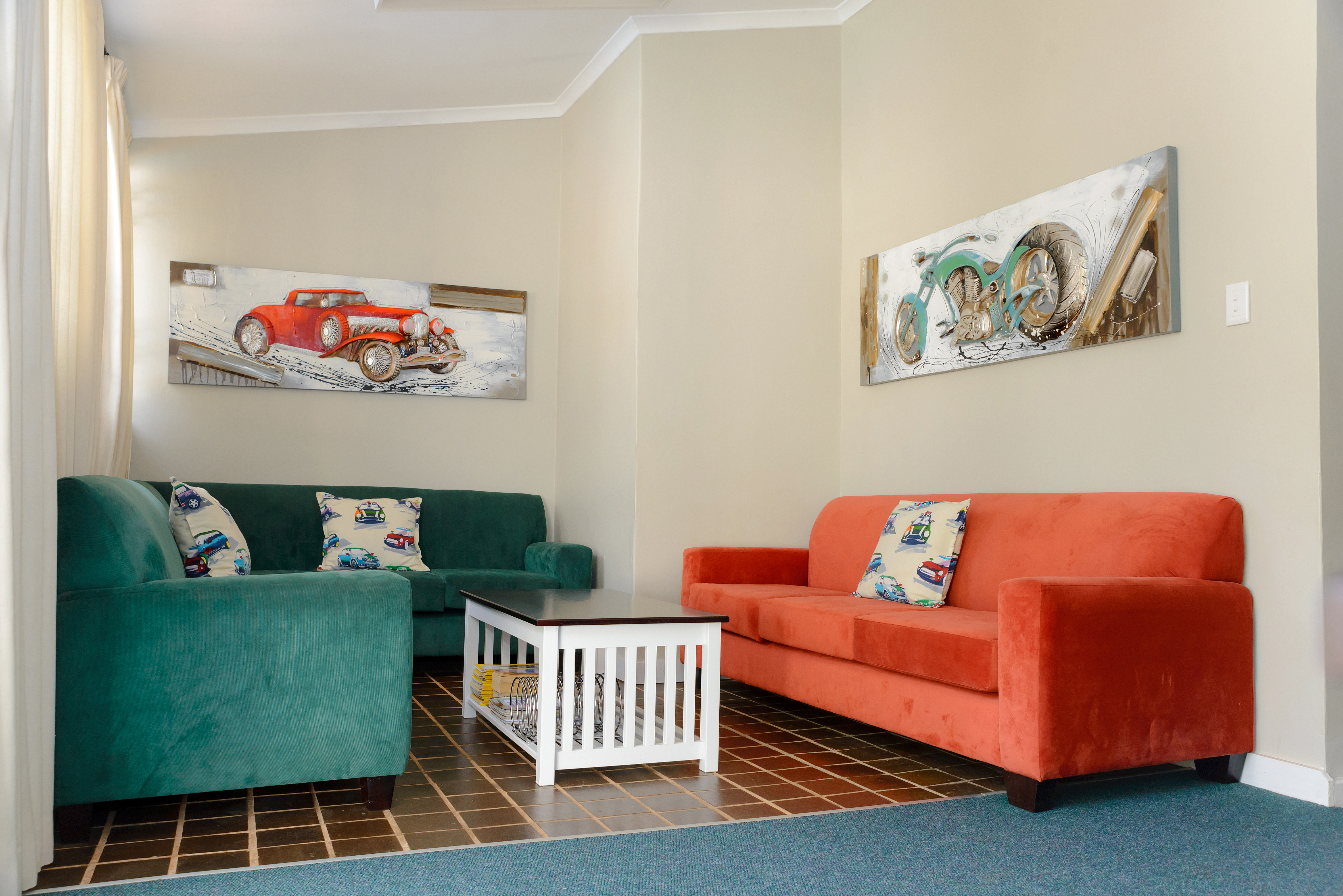The warmly decorated lounge area. DSTV included.